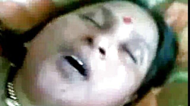 長い脚のふしだらな女は舌の喉とアマチュアで男を満足させる エロ 動画 女子 向け
